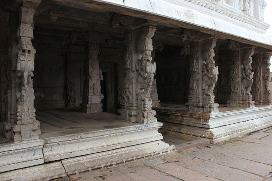 Gavi Gangadhareshwara Temple Bangalore
